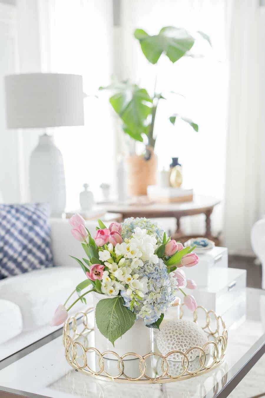 How To Decorate Your Home With Spring Flower Arrangements-25-1 Kindesign