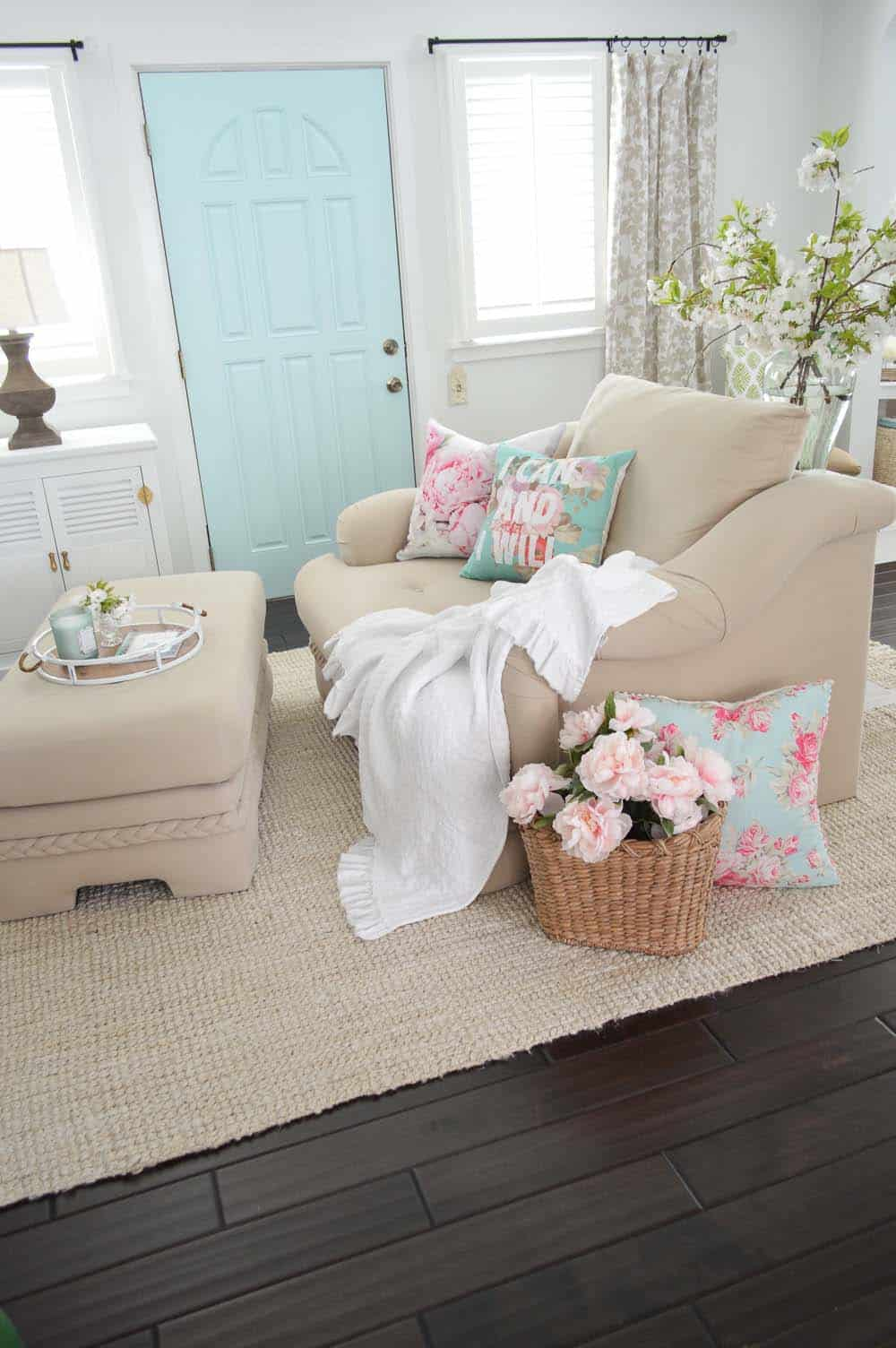 Ideas For Styling Living Spaces For Spring-18-1 Kindesign