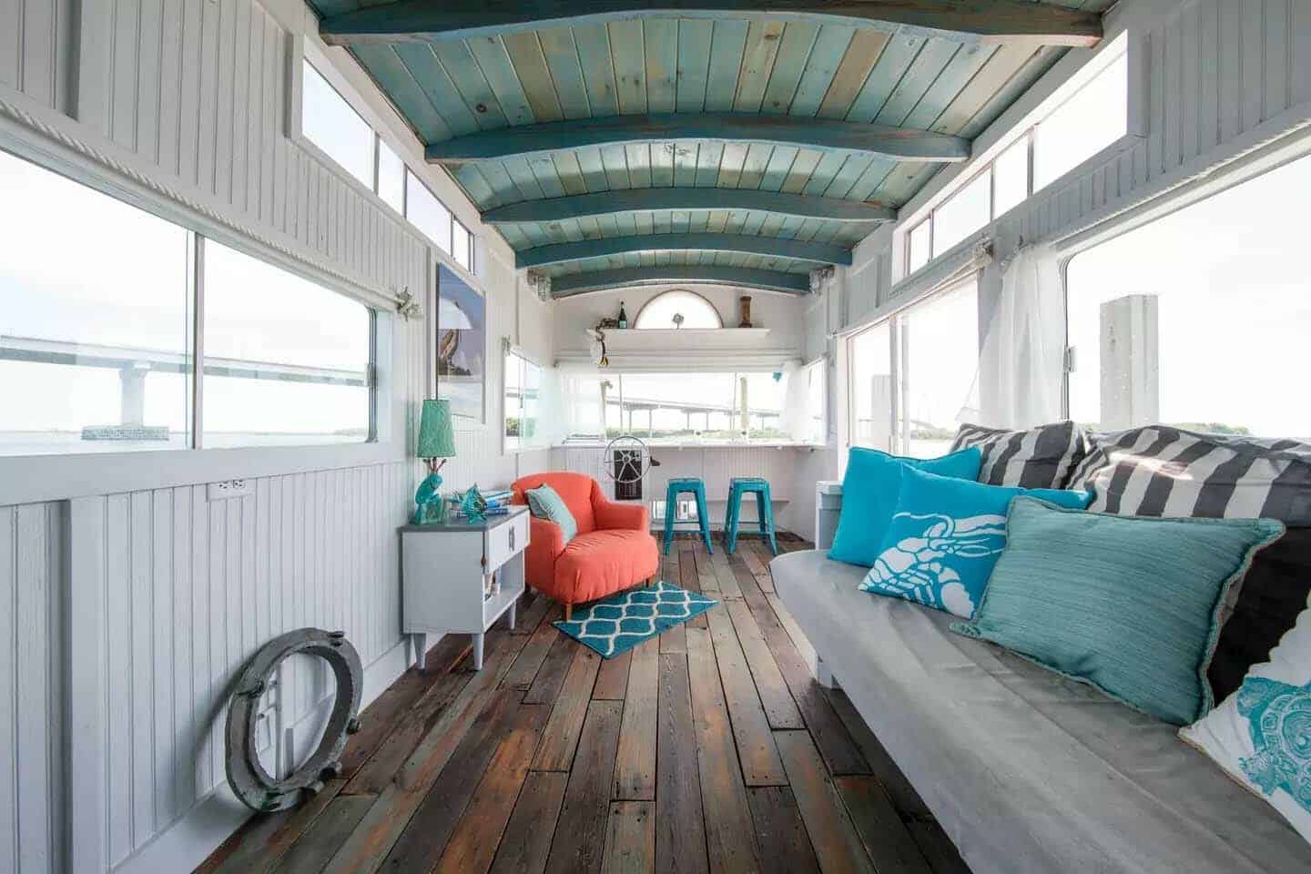 Charming Pirate S Life Houseboat Docked On The Charleston