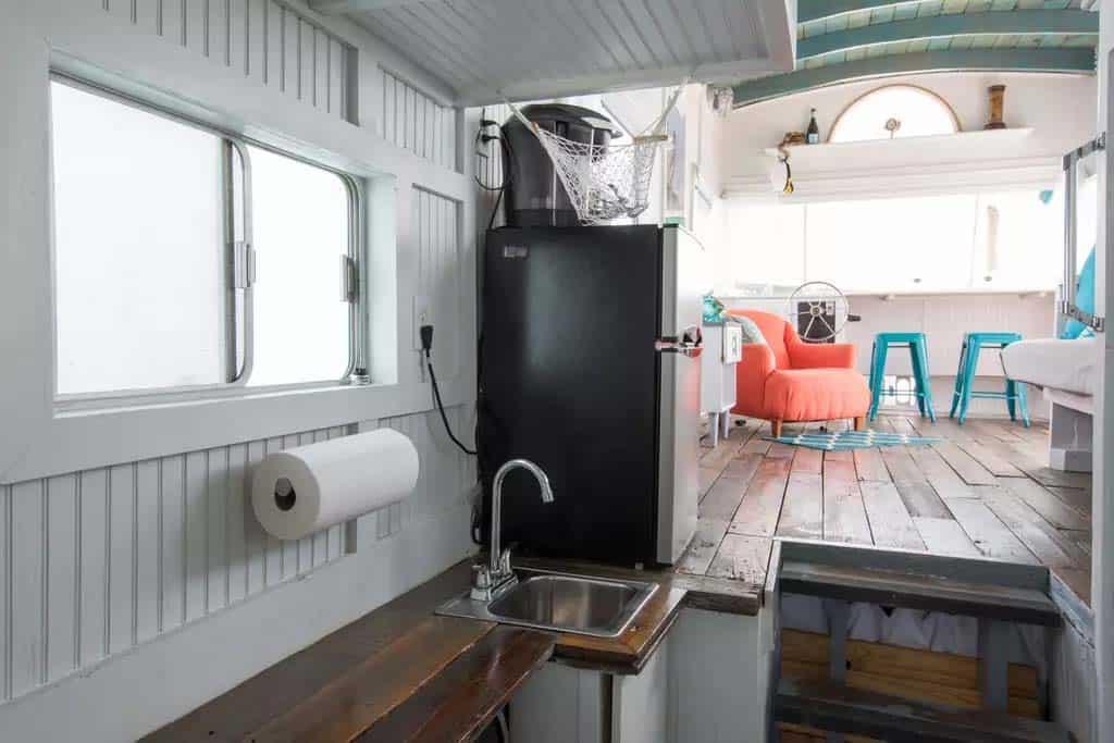 Pirates Life Houseboat-09-1 Kindesign