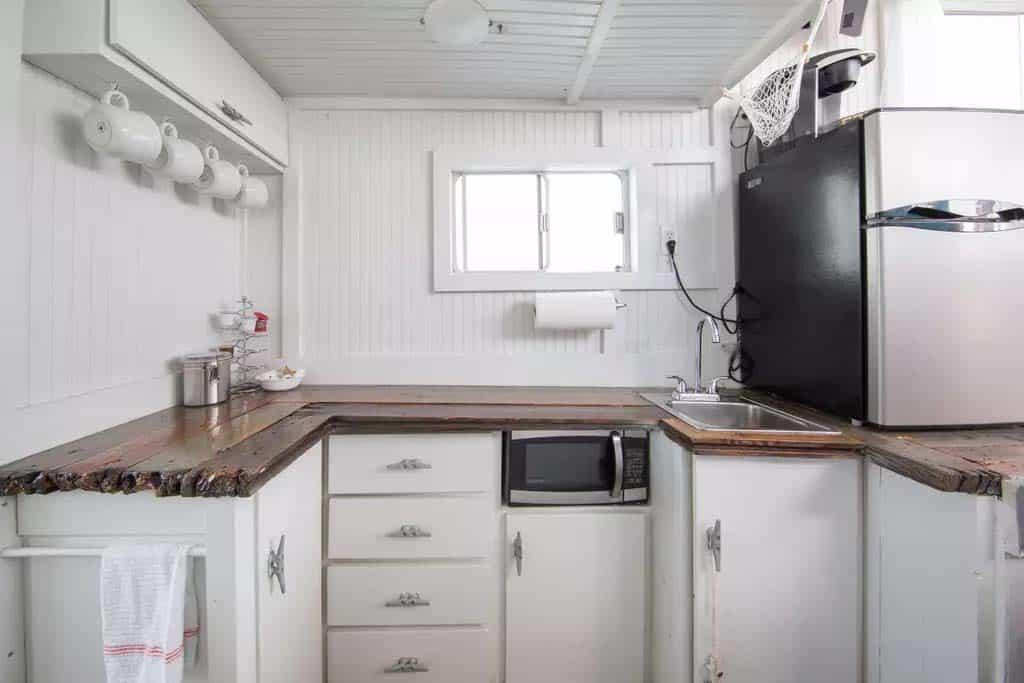 Pirates-Life-Houseboat-10-1-Kindesign