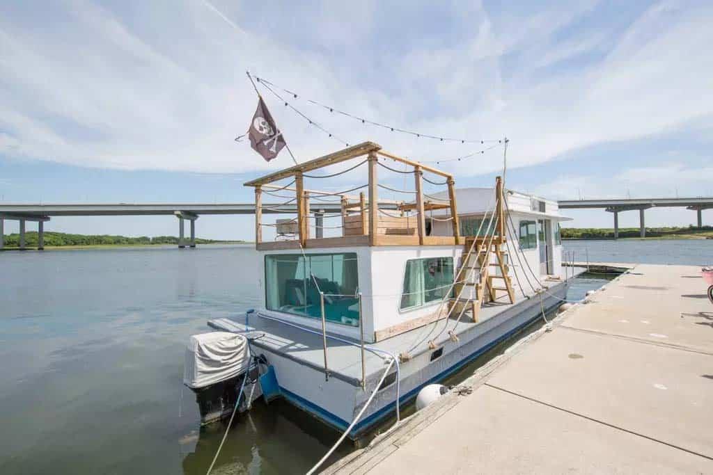 Pirates Life Houseboat-19-1 Kindesign