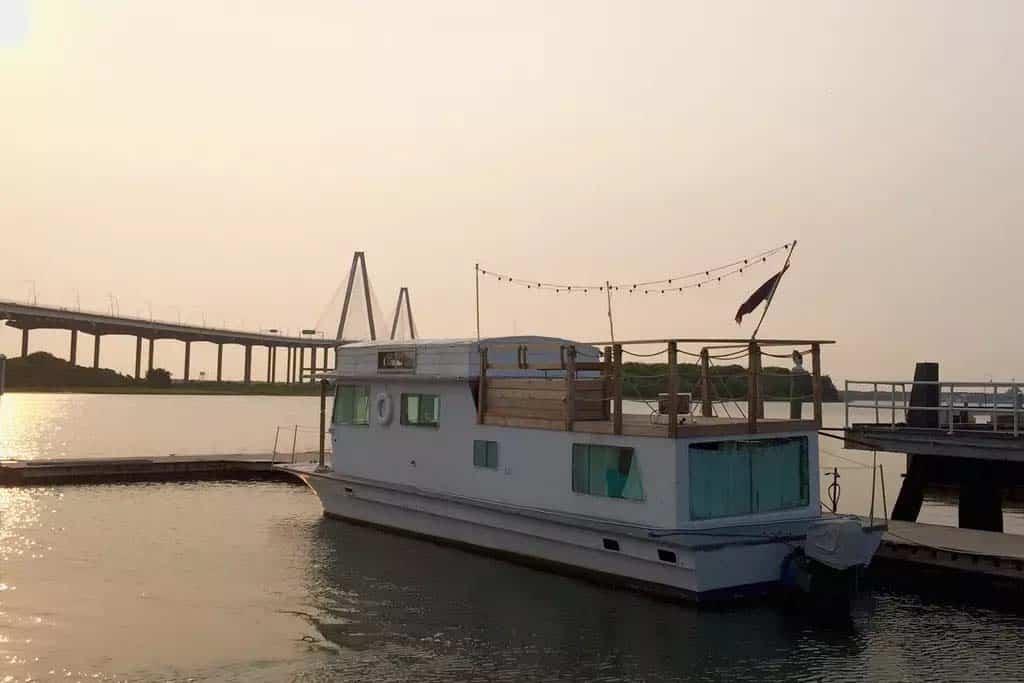 Pirates Life Houseboat-21-1 Kindesign