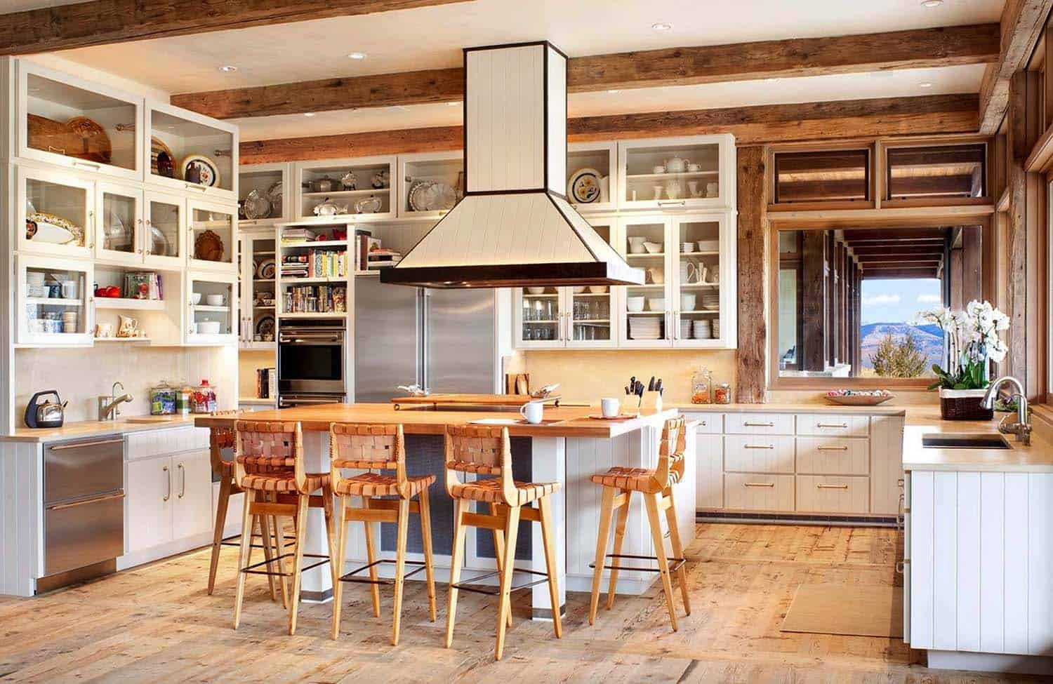 Rustic Lakeside Retreat-Kitchen