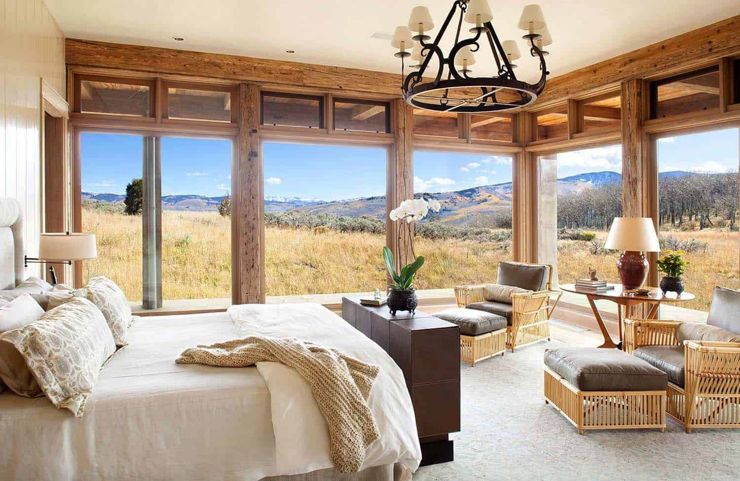 Rustic Lakeside Retreat-Bedroom