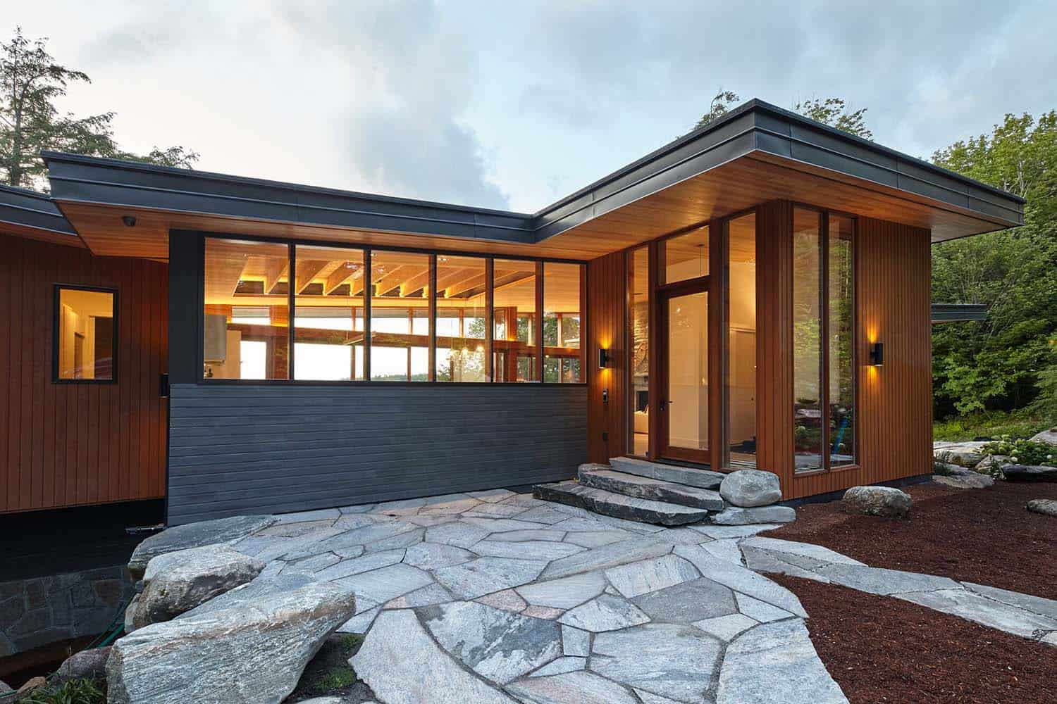 Stanley Bay Contemporary Cottage-Trevor McIvor Architect-02-1 Kindesign