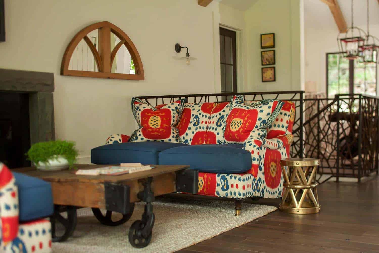 weekend-home-rustic-family-room