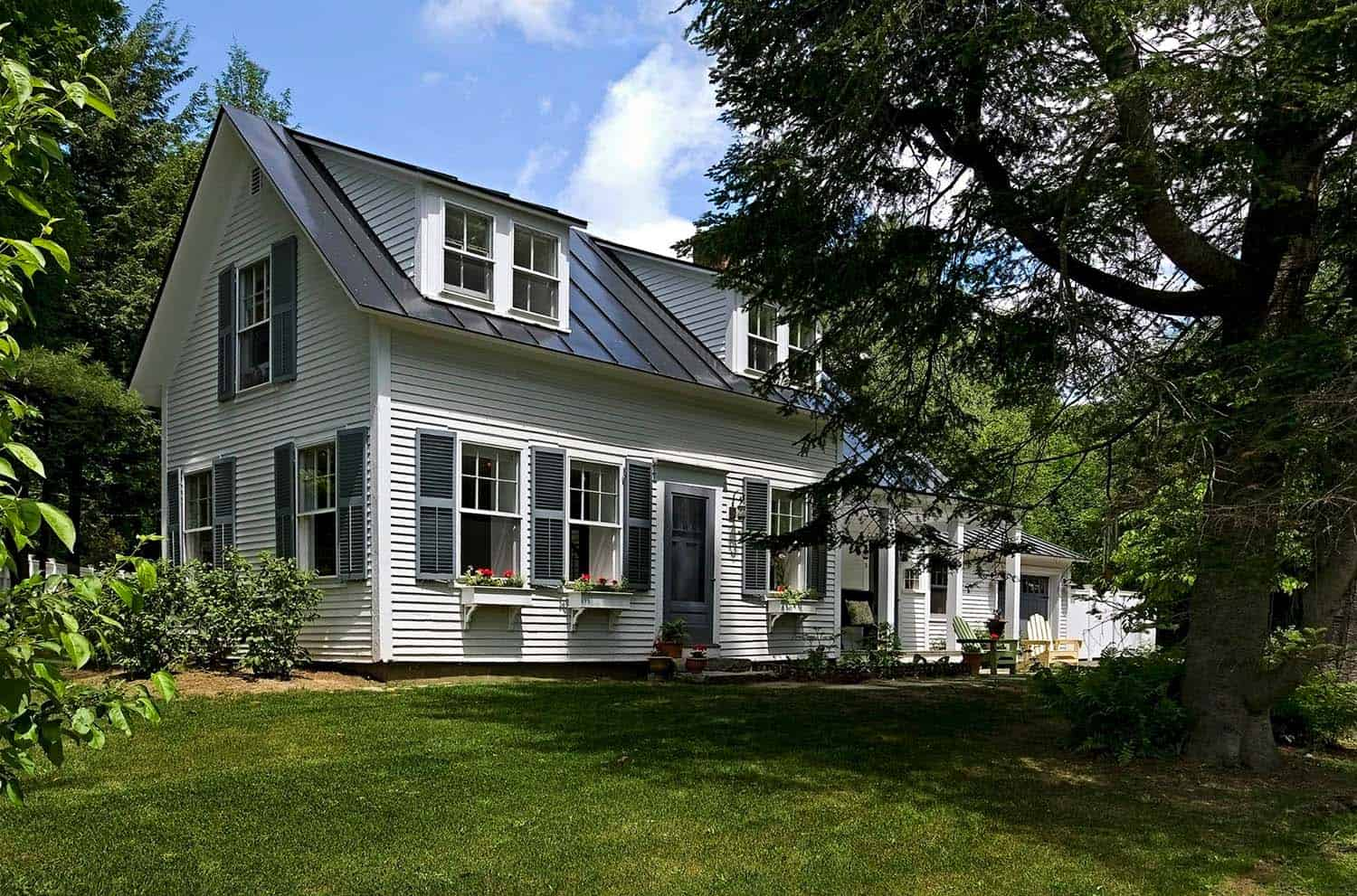Antique cape style house gets charming makeover in new england for Vermont home designs