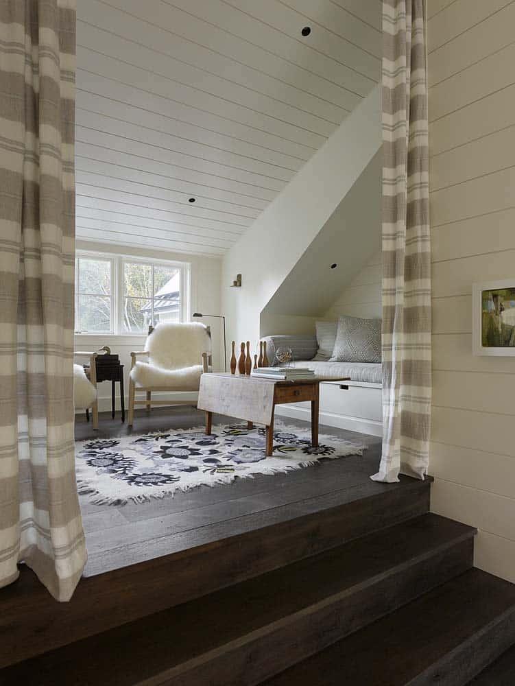farmhouse-style-home-reading-nook