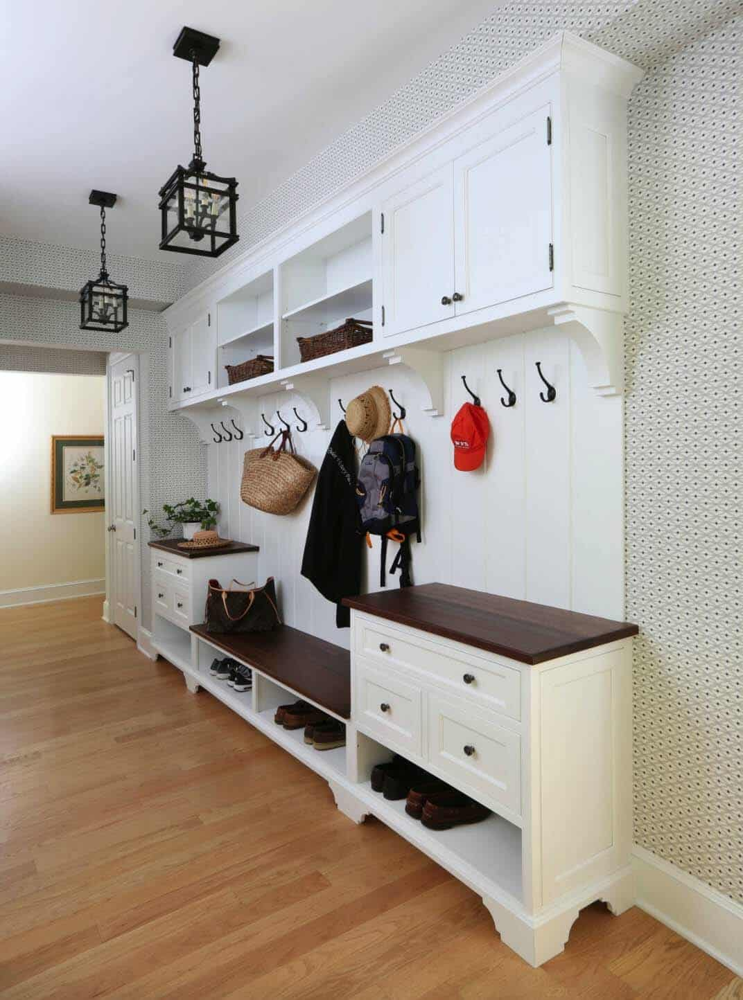 Outstanding 30 Fantastic Mudroom Ideas Offering Amazing Storage Solutions Inzonedesignstudio Interior Chair Design Inzonedesignstudiocom