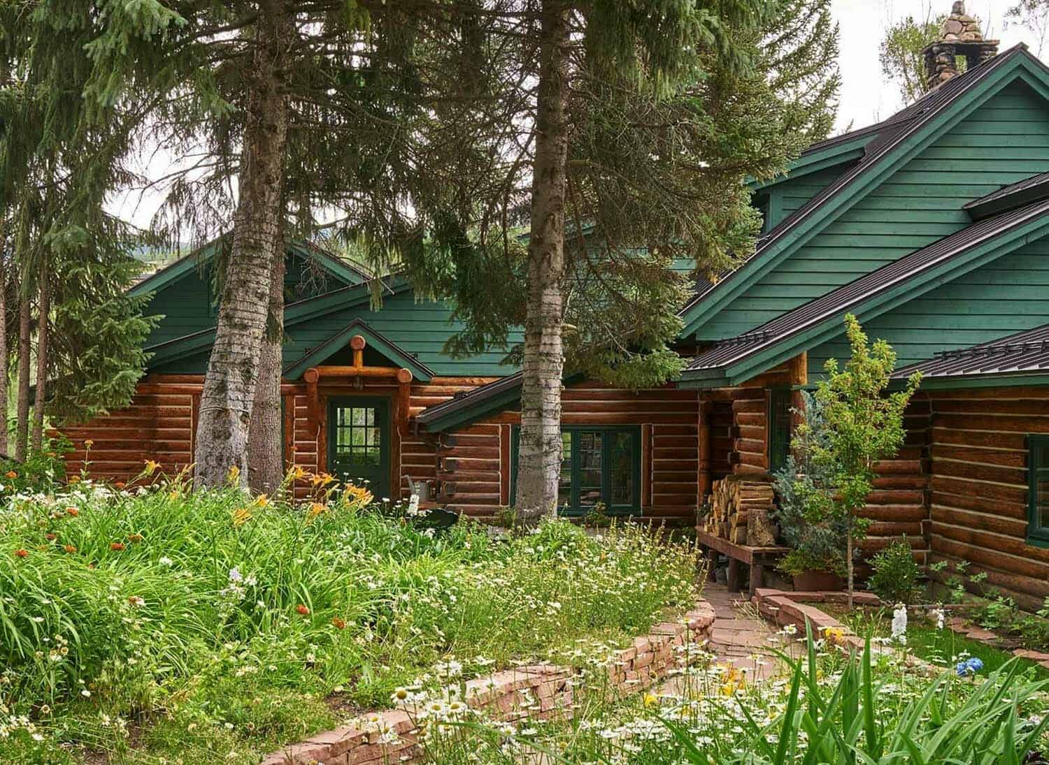 This Modern Rustic Log Cabin Was Designed By Gerber Berend Design Build Nestled On A Tree Lined Residential Neighborhood In Old Town Steamboat Springs