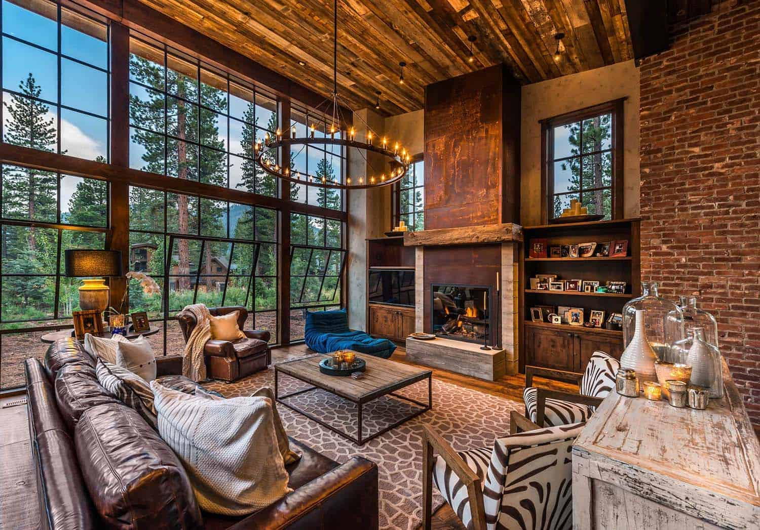 Gorgeous rustic wooded retreat with indoor outdoor living for Rustic retreat