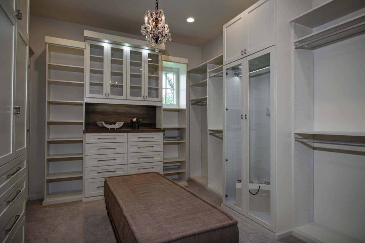 farmhouse-transitional-closet