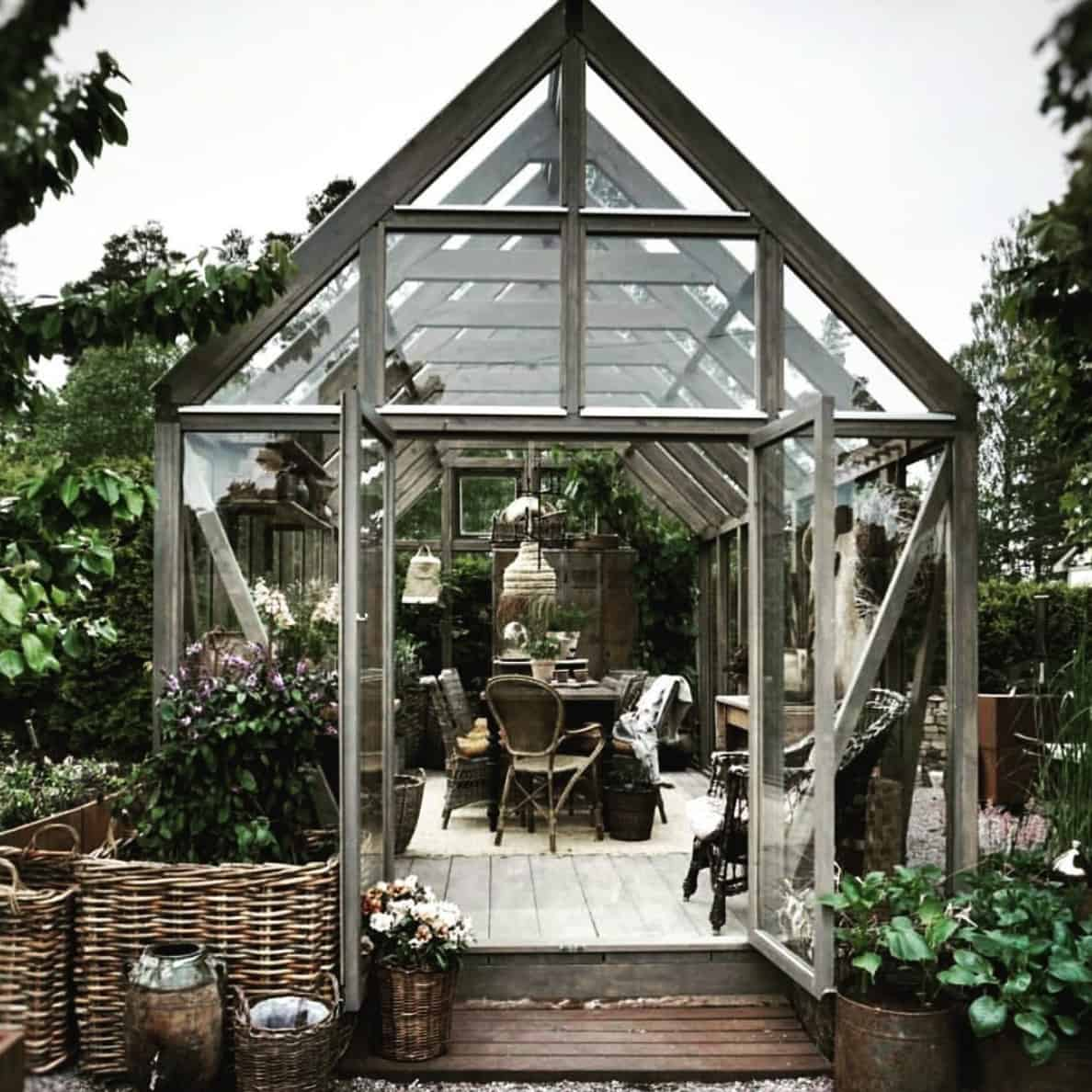 conservatory-greenhouse-with-dining