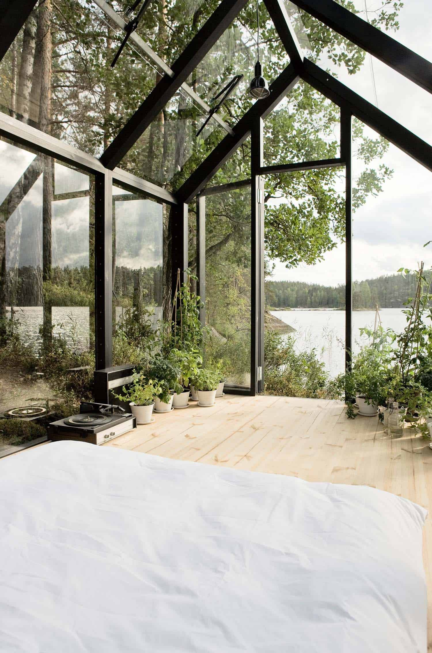 conservatory-greenhouse-bed