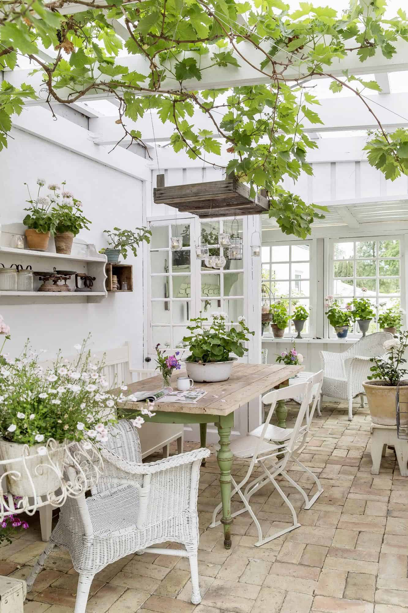 conservatory-greenhouse-white-dining-furniture