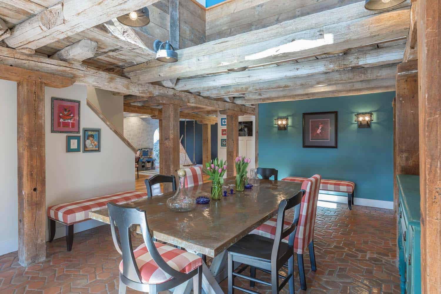barn-house-dining-room