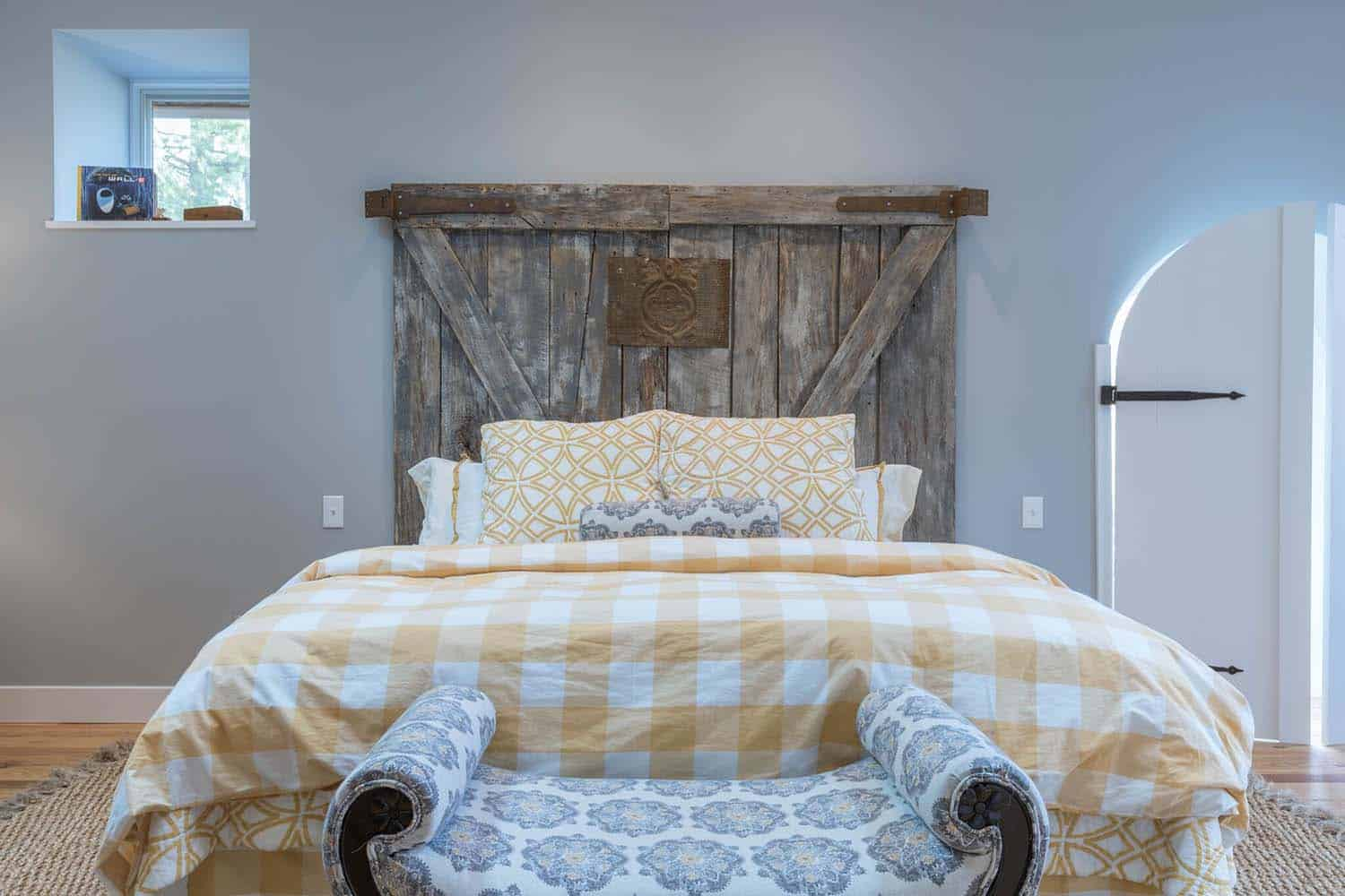 barn-house-bedroom