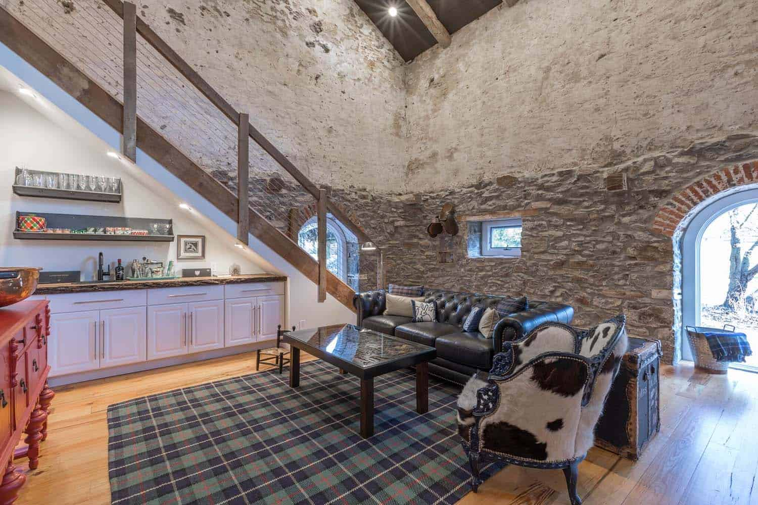 barn-house-living-room