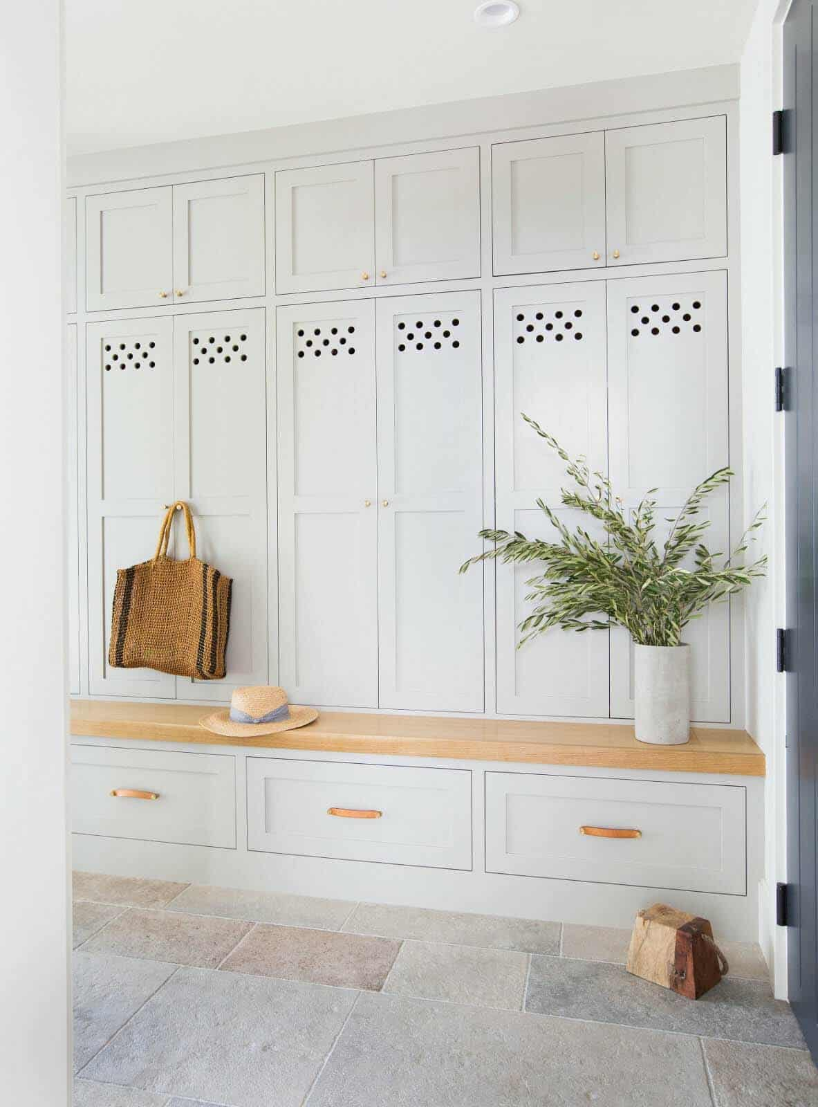 coastal-style-mudroom