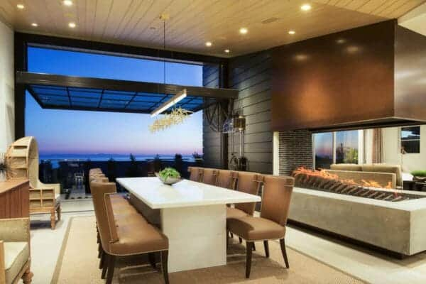 featured posts image for Gorgeous coastal home with dramatic indoor-outdoor living in California