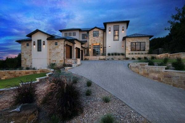 featured posts image for Striking contemporary home with elegant features in Spanish Oaks, Texas