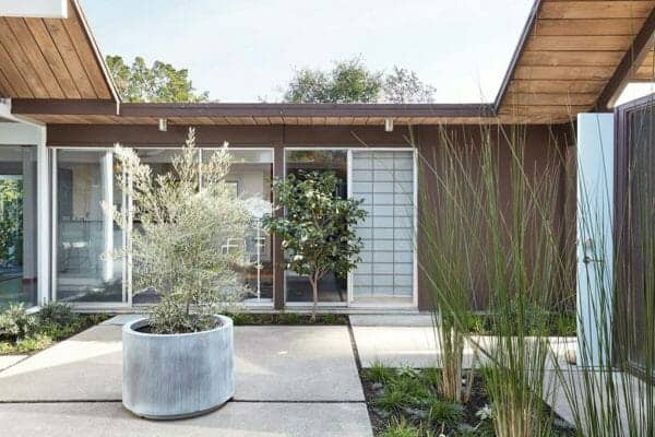 featured posts image for Fascinating Eichler atrium home remodel in the heart of Silicon Valley