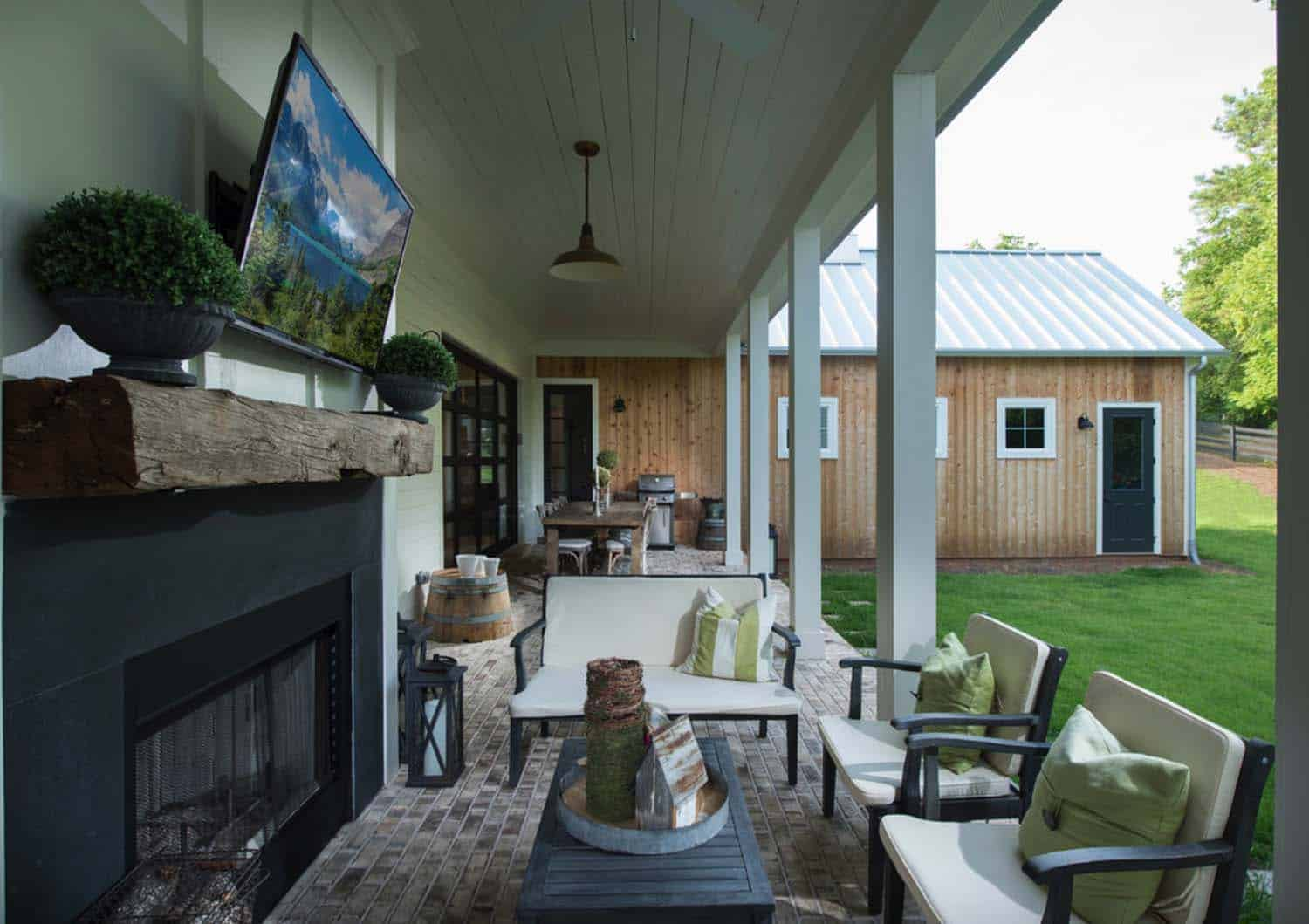 farmhouse-outdoor-entertaining