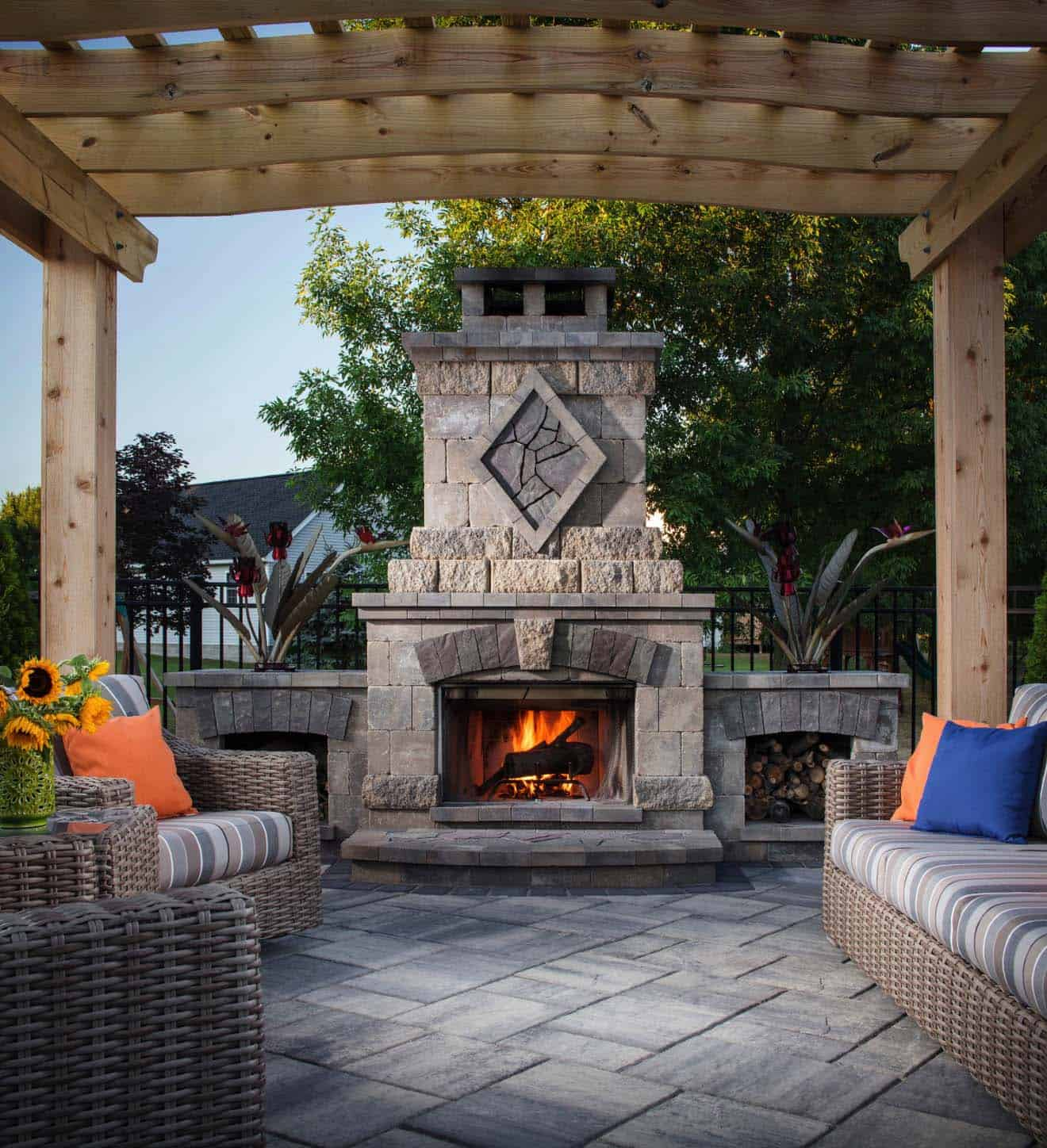 30+ Irresistible outdoor fireplace ideas that will leave ... on Small Outdoor Fireplace Ideas id=83564