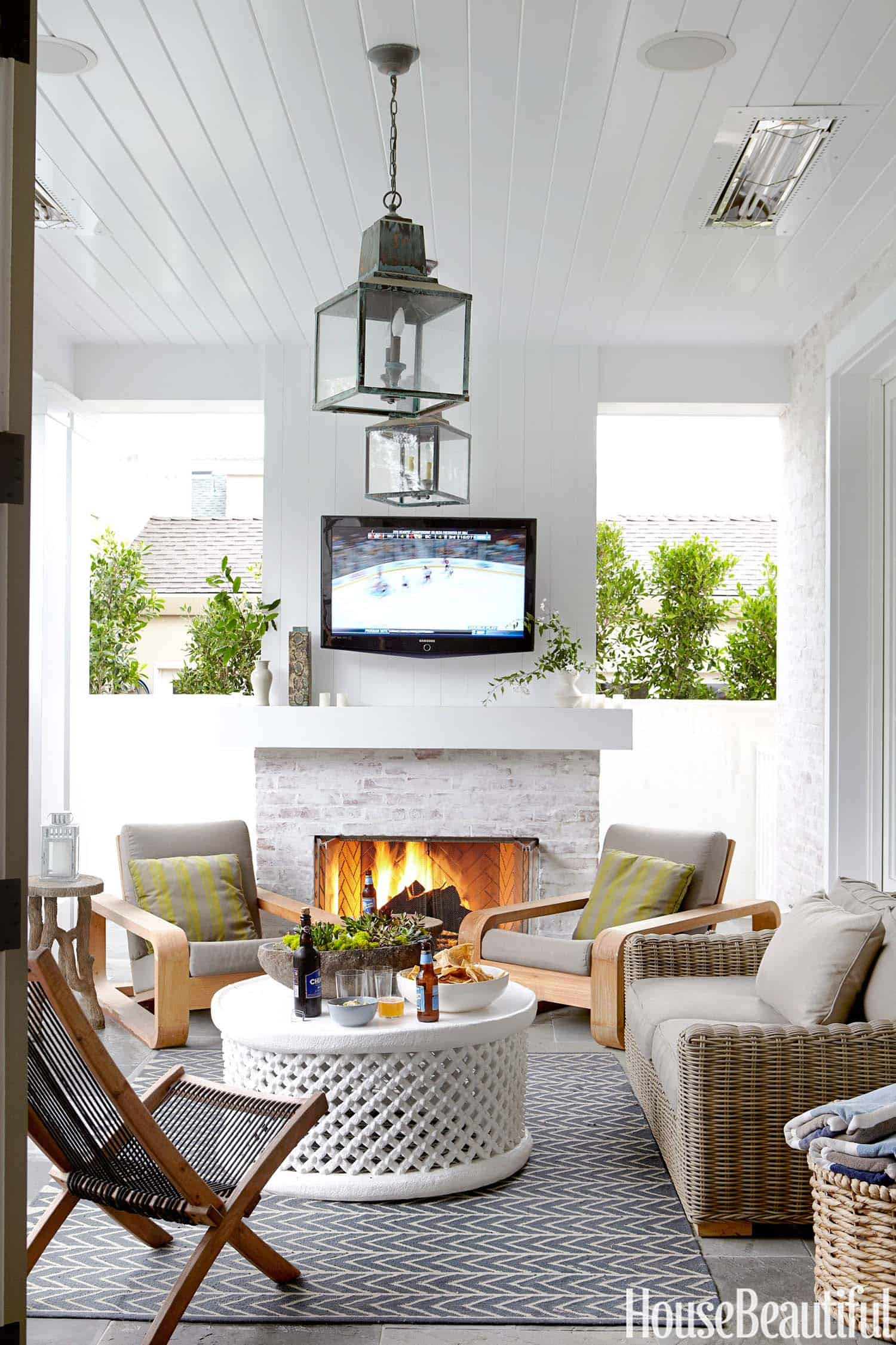 outdoor-living-fireplace
