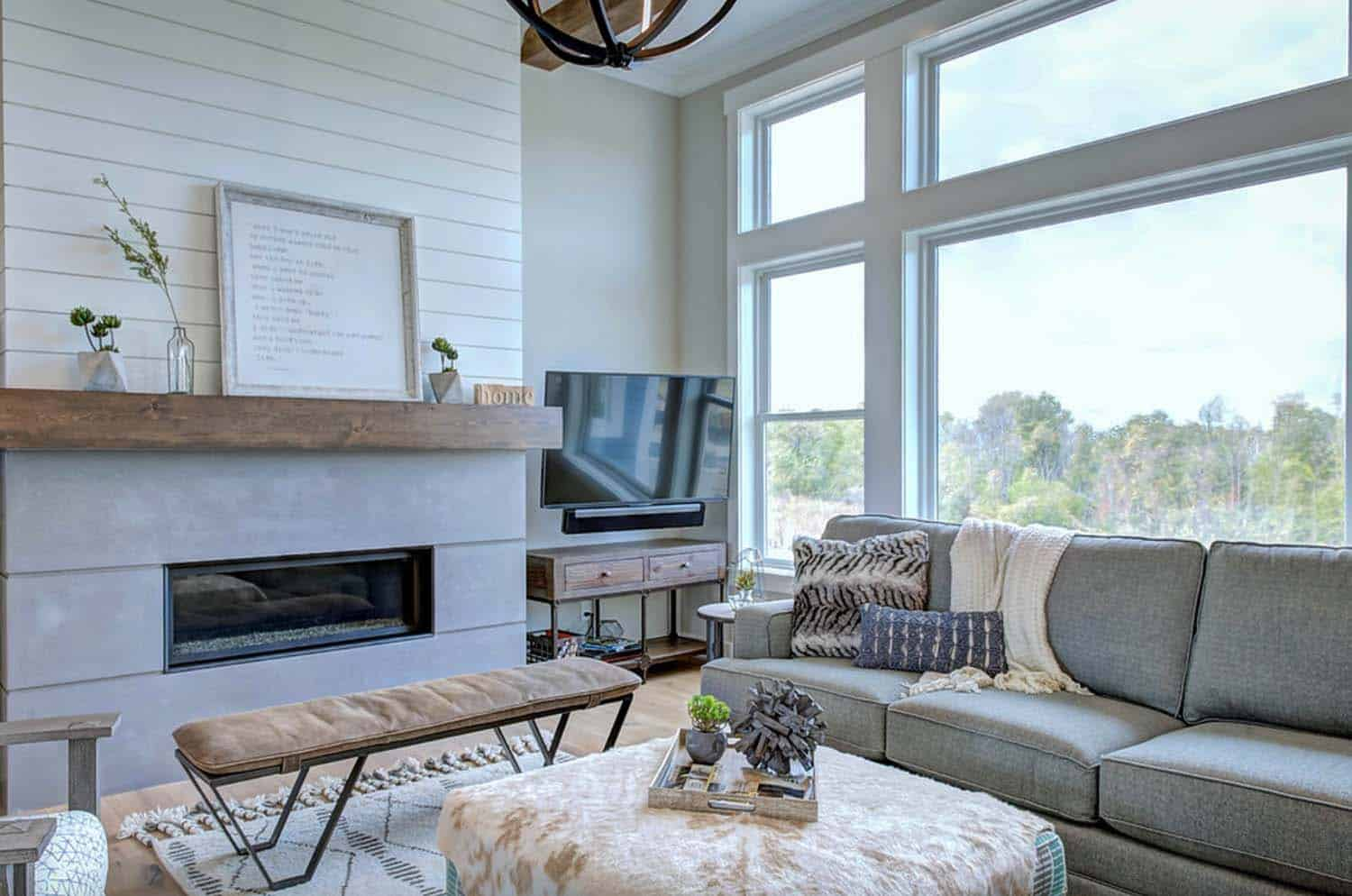Modern eclectic farmhouse with delightful design features - Modern farmhouse living room ...