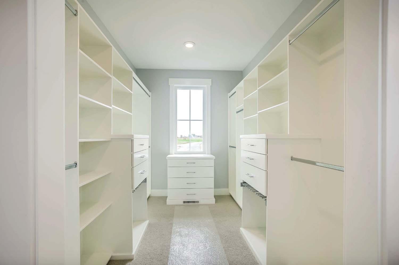 modern-farmhouse-closet
