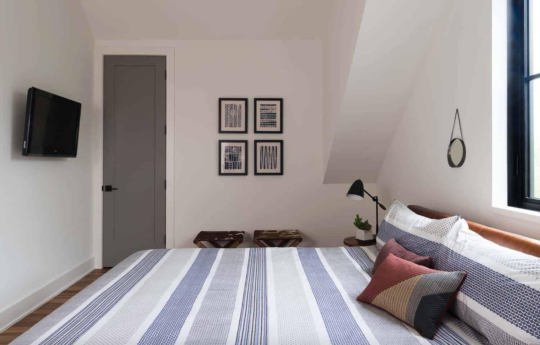 modern-farmhouse-style-bedroom