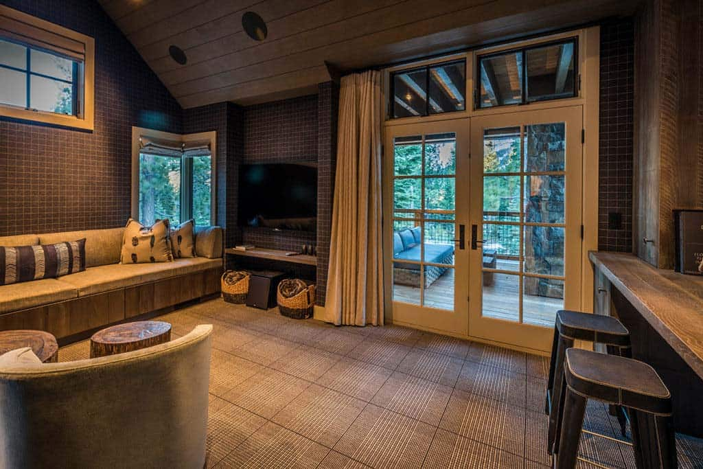 mountain-contemporary-media-room