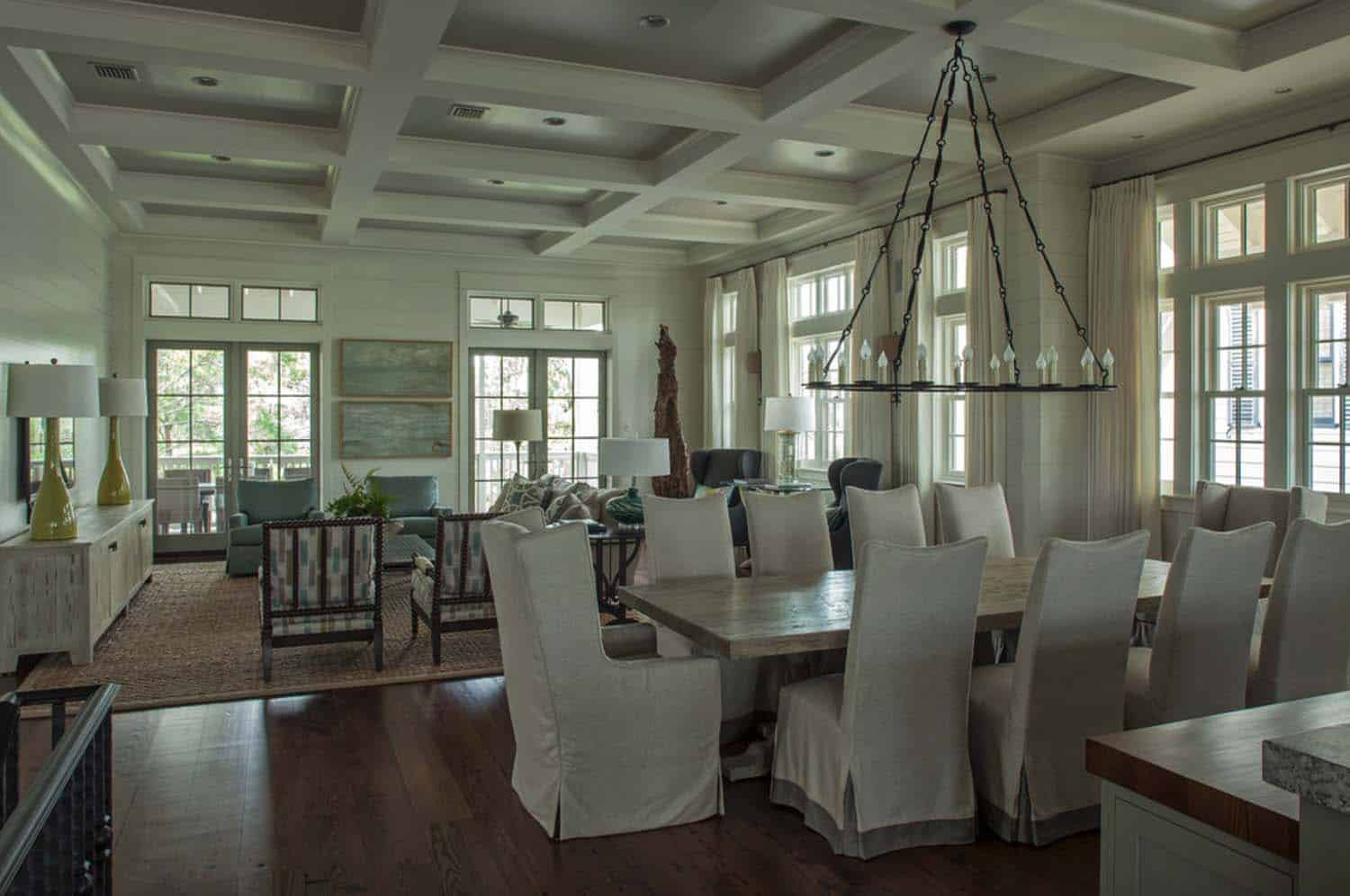beach-style-dining-room