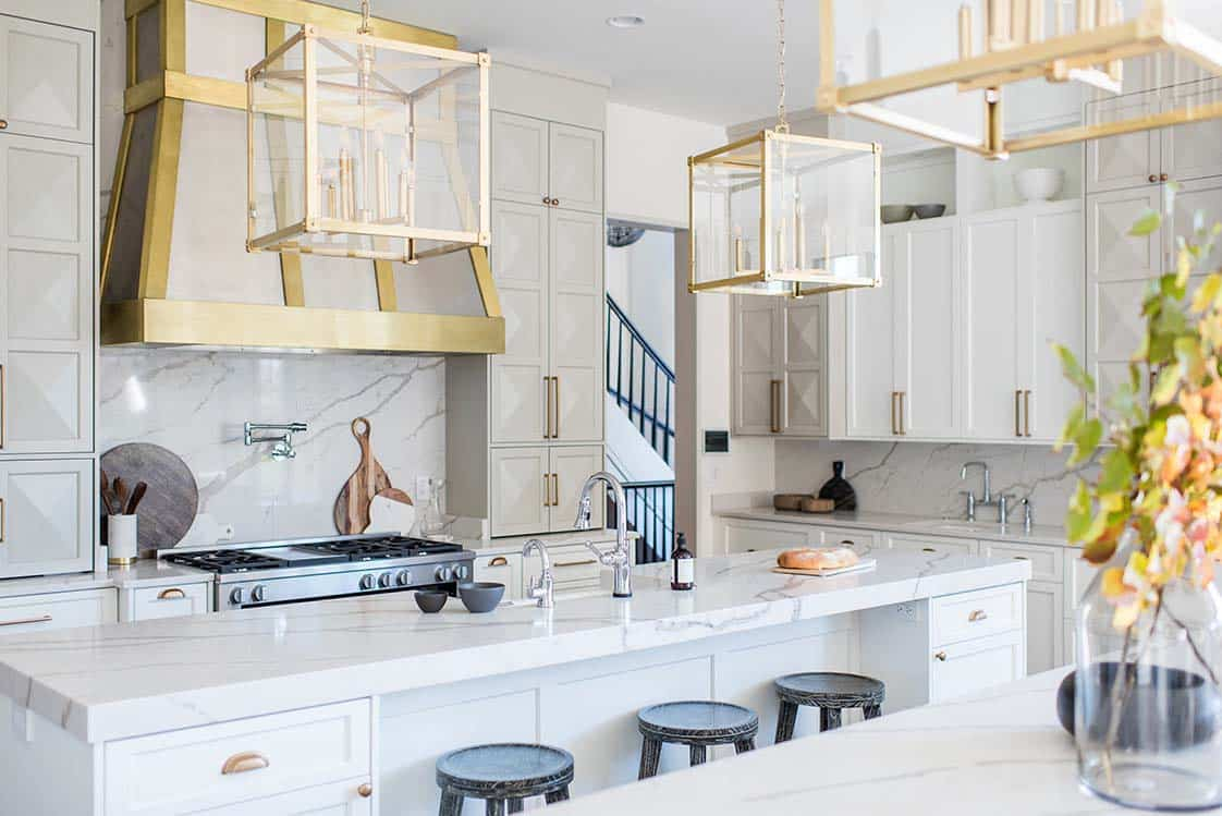 transitional-family-home-kitchen