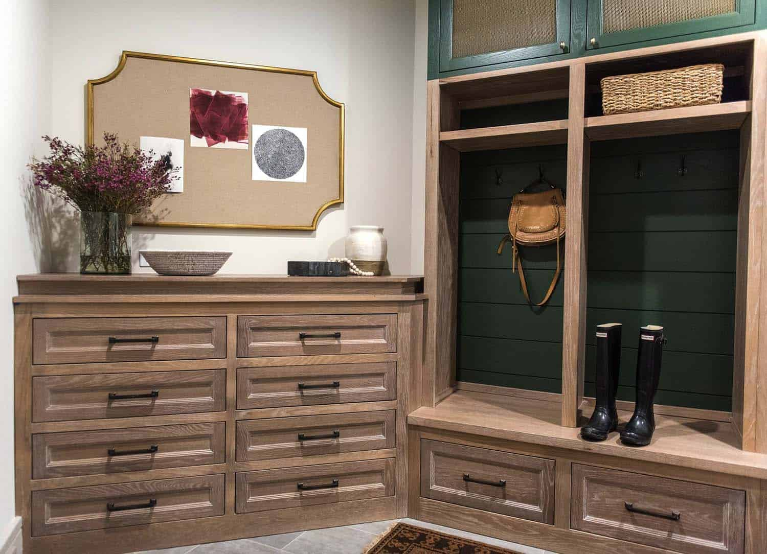 transitional-family-home-mudroom