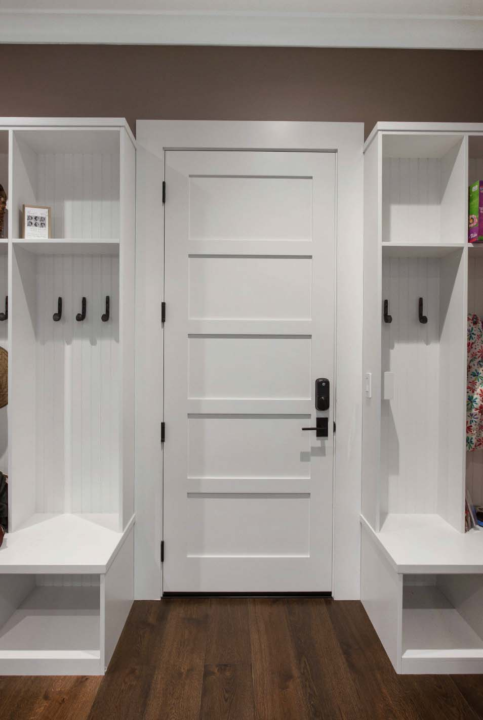mudroom-farmhouse-entry