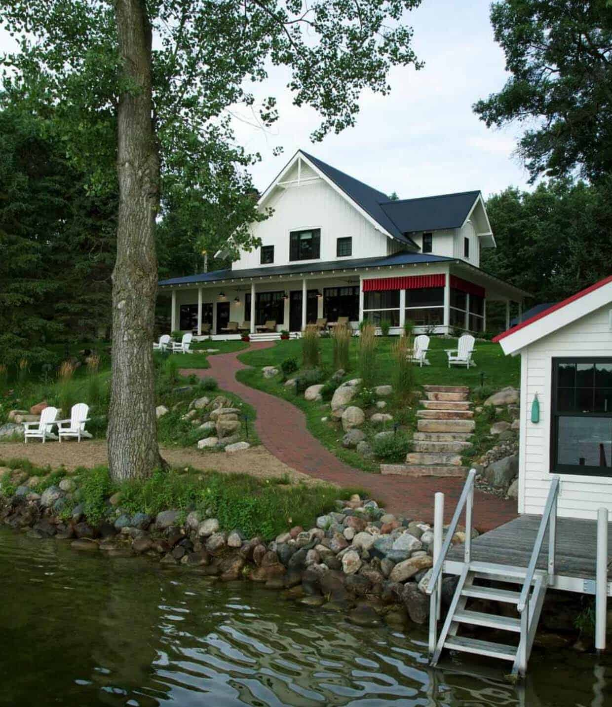 farmhouse-boathouse