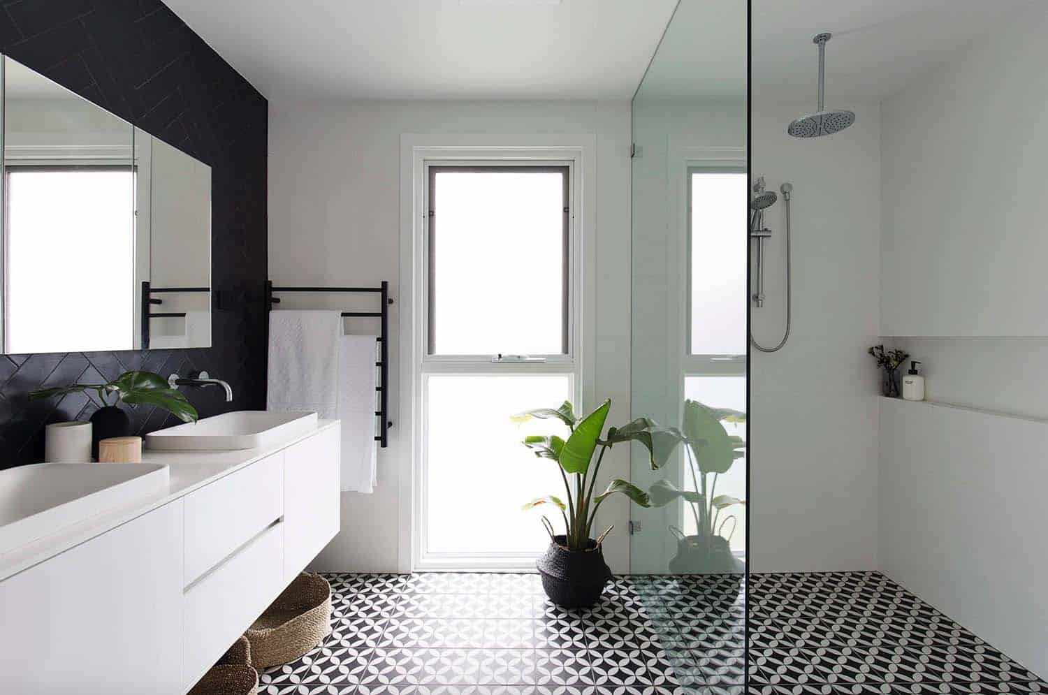 Bathroom Tiles Black And White Ideas | 25 Incredibly Stylish Black And White Bathroom Ideas To Inspire