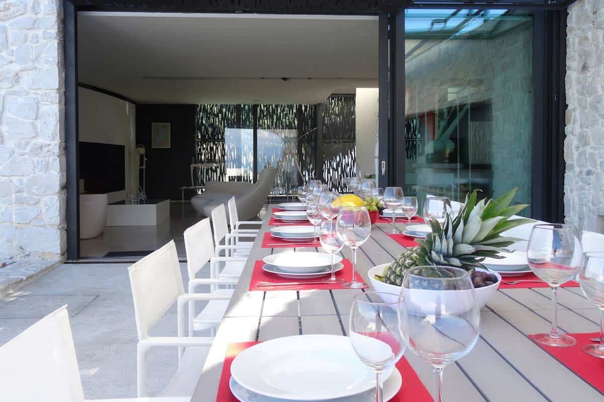 modern-outdoor-dining