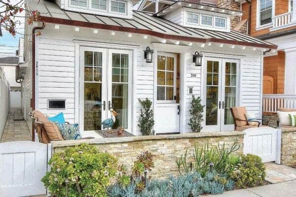 featured posts image for Cozy beach style cottage surrounded by the tranquil Newport Bay
