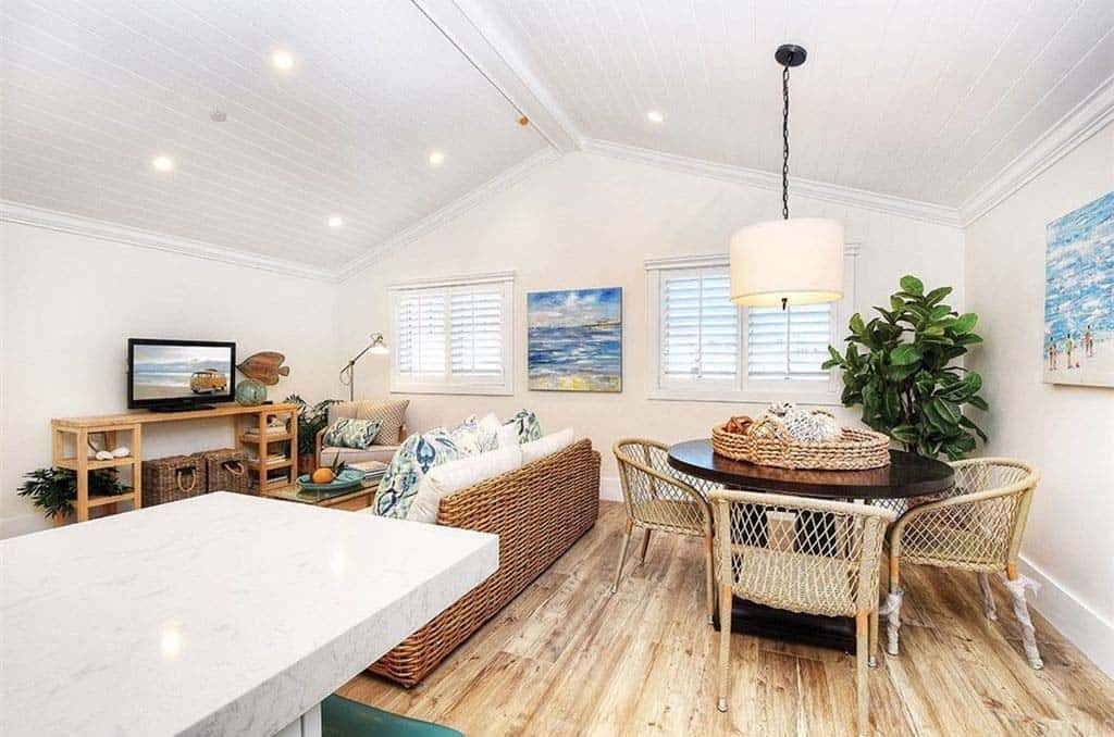 beach-style-great-room