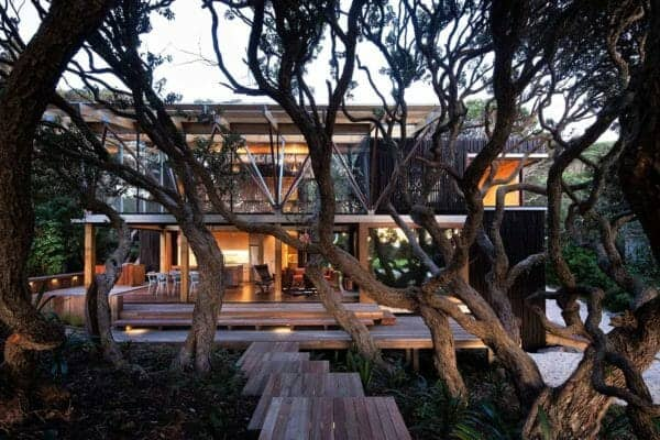 featured posts image for New Zealand beach house covered by a canopy of pohutukawa trees