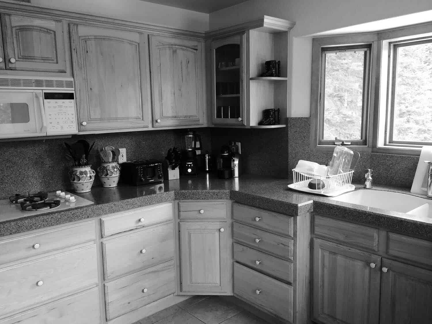 kitchen-before-renovation