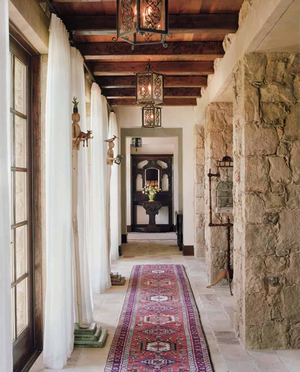 farmhouse-mediterranean-hall