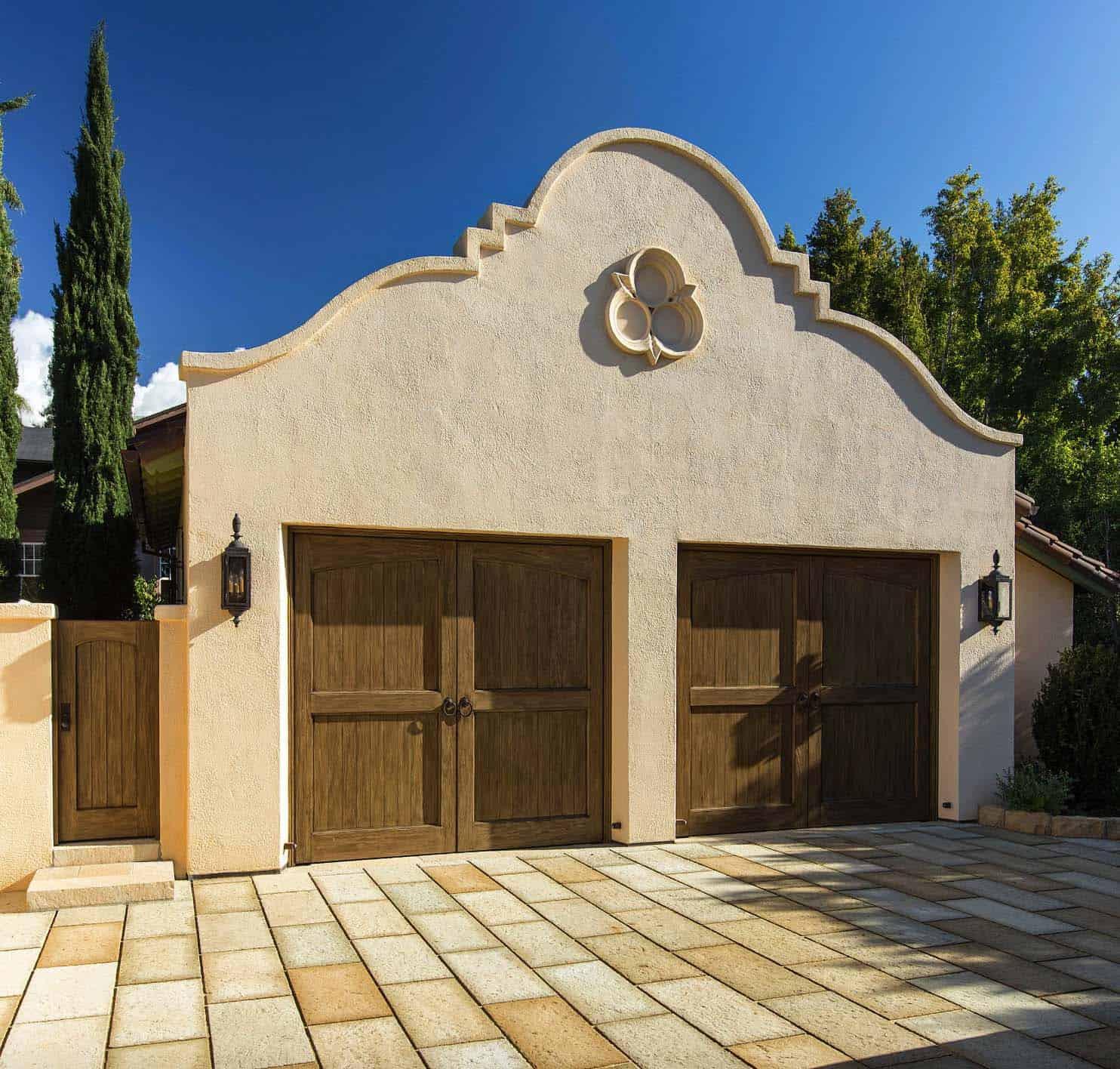 mediterranean-garage