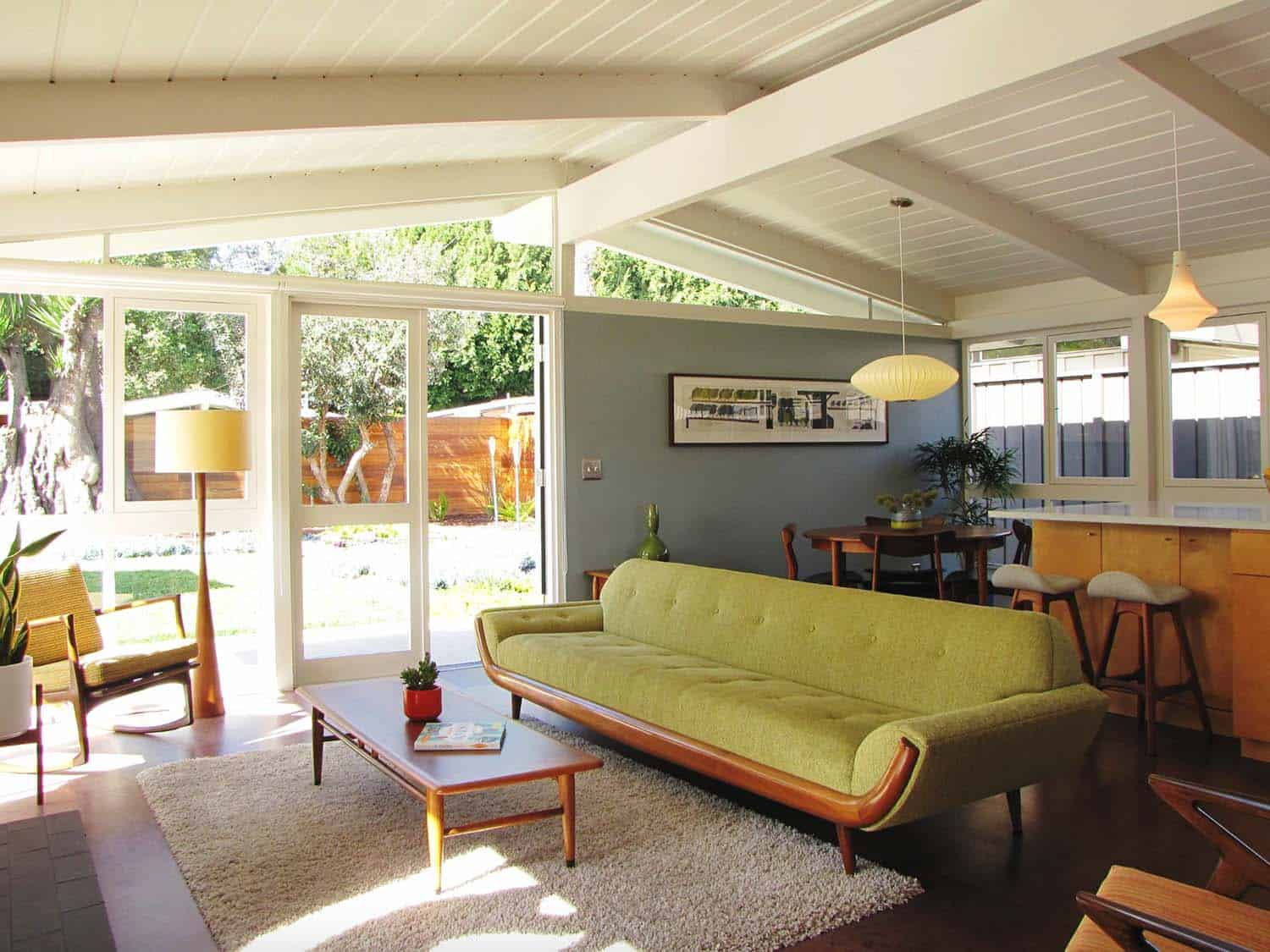 38 absolutely gorgeous mid century modern living room ideas for Rooms to go 1960