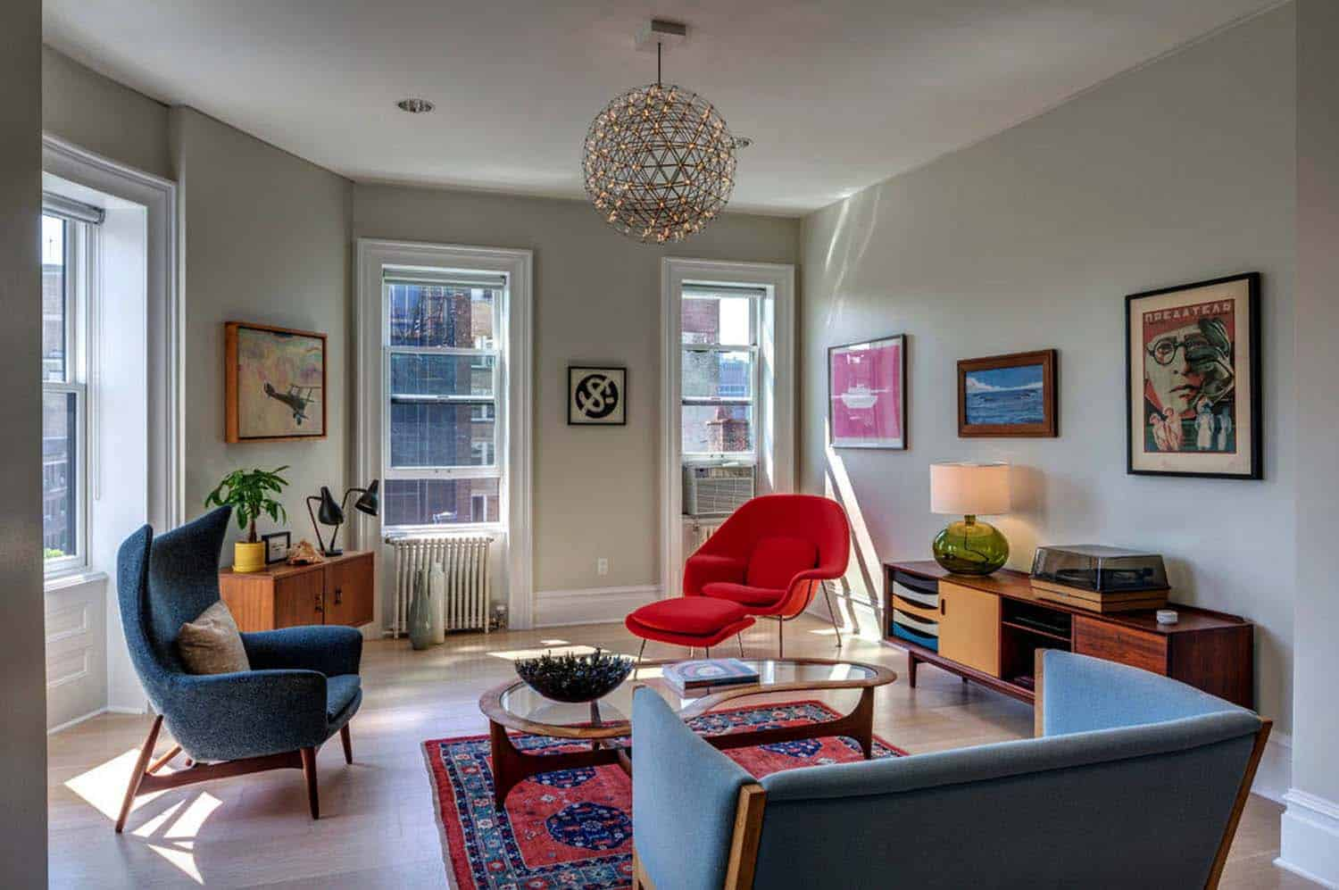 Mid century modern living room ideas Sofa The Stand Out Piece Of Furniture In This Midcentury Living Room Is The Newark Fiber Glass Lounge Arm Chair In Redaeon Furniture Illuminating The Space Is One Kindesign 38 Absolutely Gorgeous Midcentury Modern Living Room Ideas