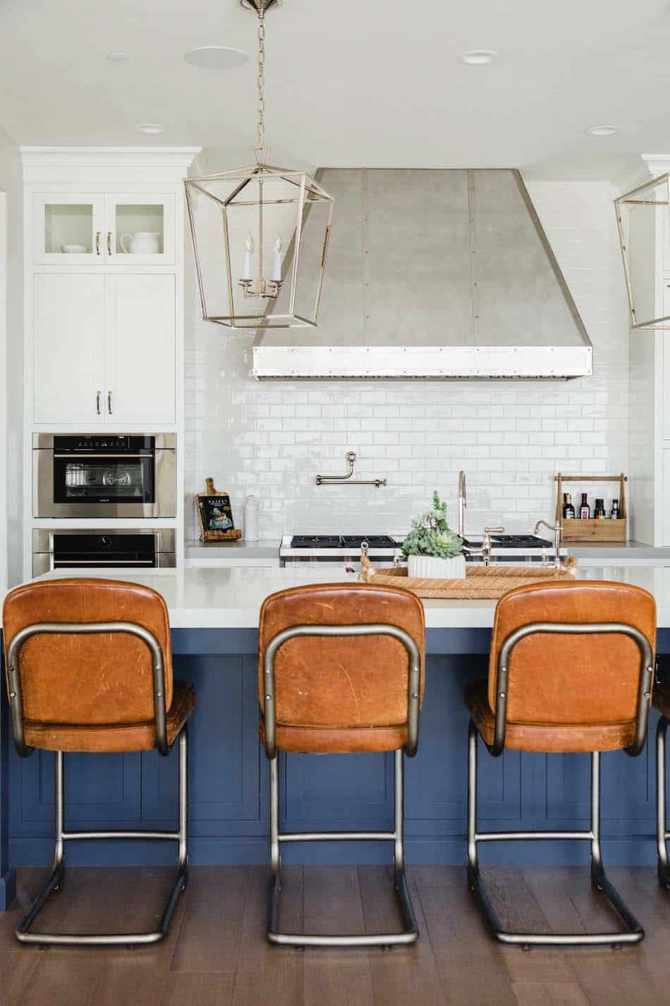 modern-farmhouse-beach-style-kitchen